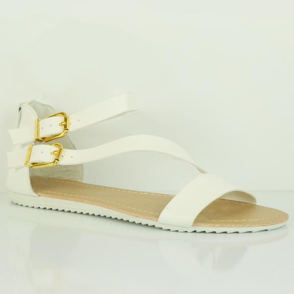 El total white look está de moda. Y nada mejor para acompañar tus estilismos más ibicencos con estas dos opciones de MARYPAZ la sandalia blanca con tacón